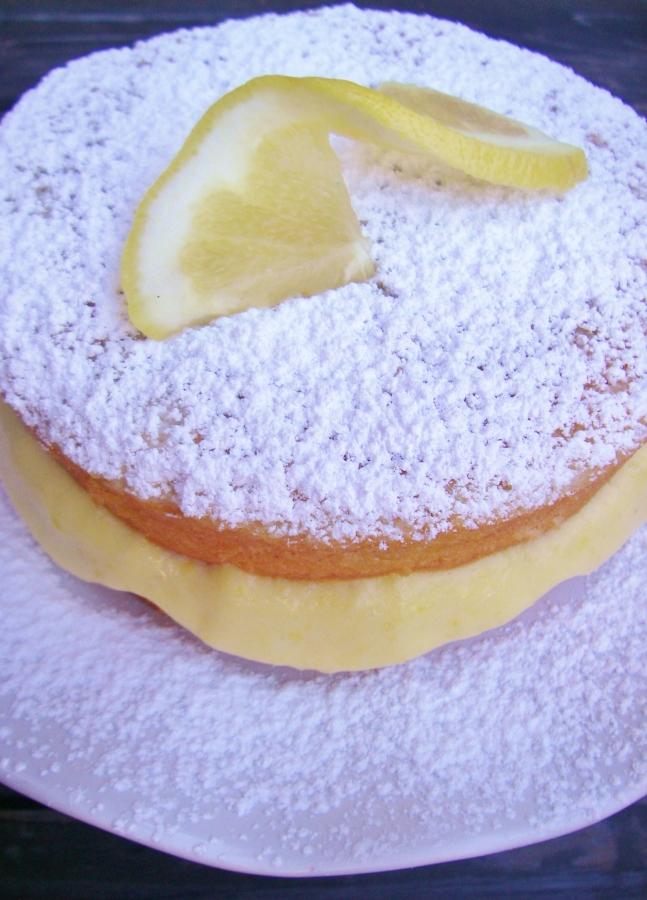 Filled grapefruit cake