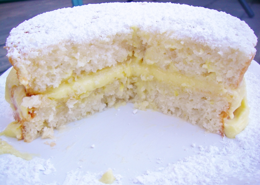 Filled, sliced cake