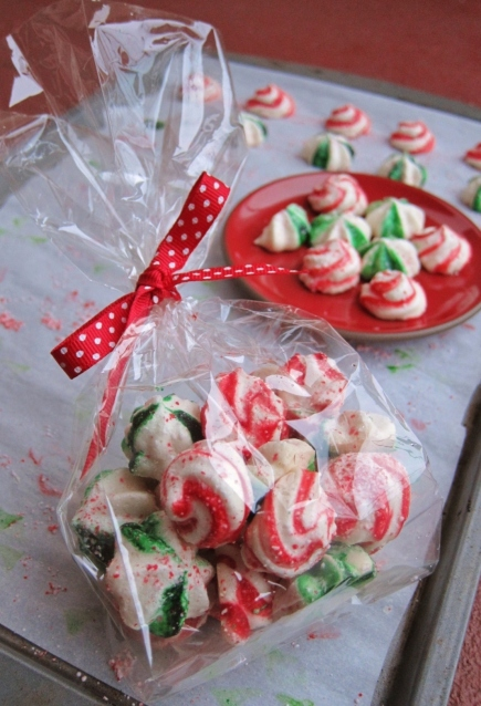 Holiday stripe meringues (6)