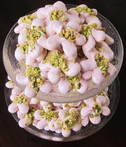 Hibiscus pistachio meringues (12)