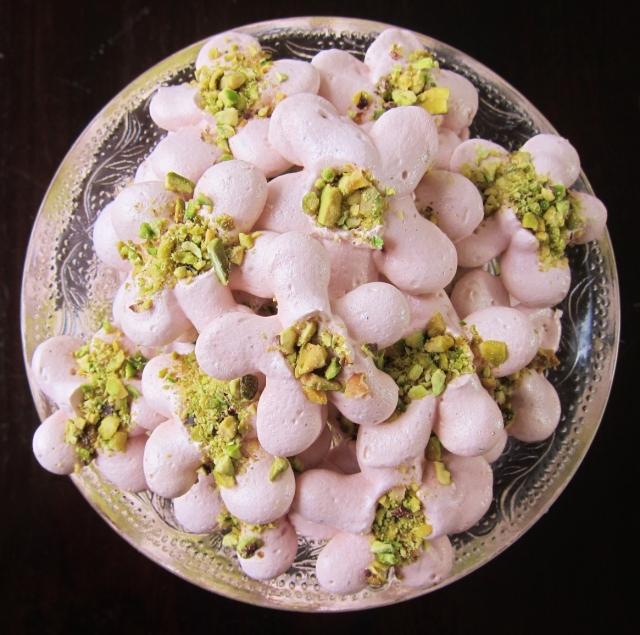 Hibiscus pistachio meringues (9)