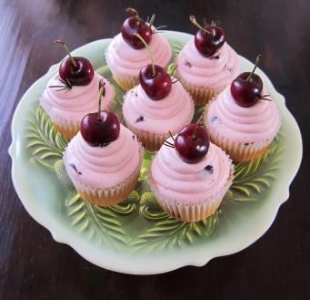 fresh cherry cupcakes (4)